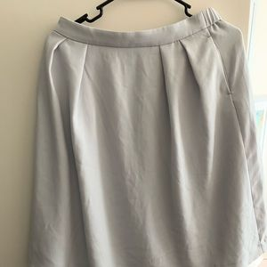 Uniqlo skirt lined in light gray size large